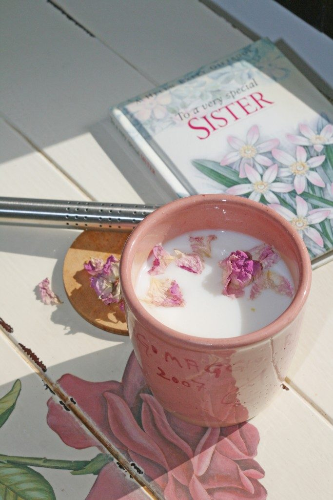 Hot milk with roses