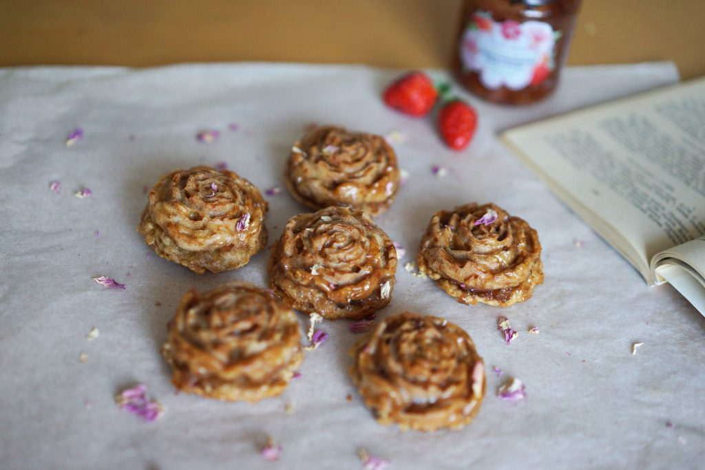 Vegan muffins with rose and strawberry jam without sugar