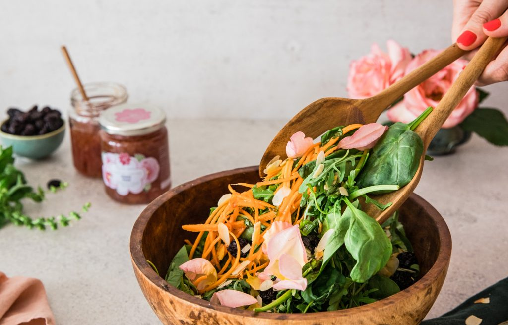 Spinach, arugula and roses salad