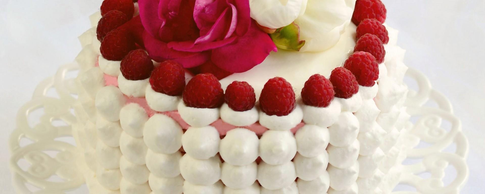 Външен поглед: Торта с бадемови палачинки и сладко от Рози и Малини – Вкусното хоби на Таня