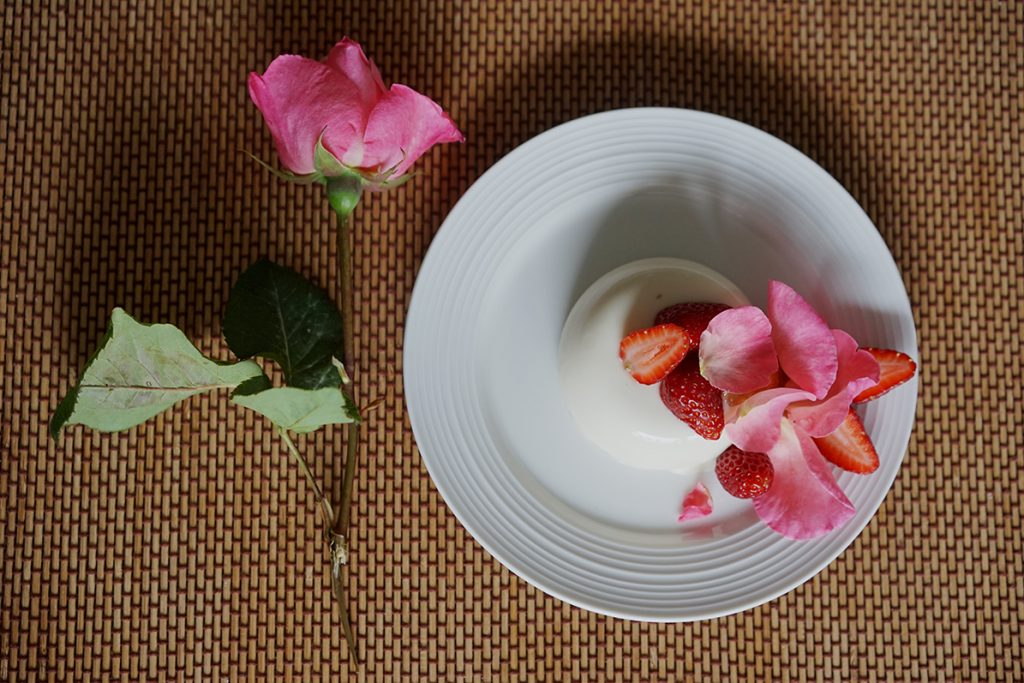 Panna cotta with white chocolate and roses