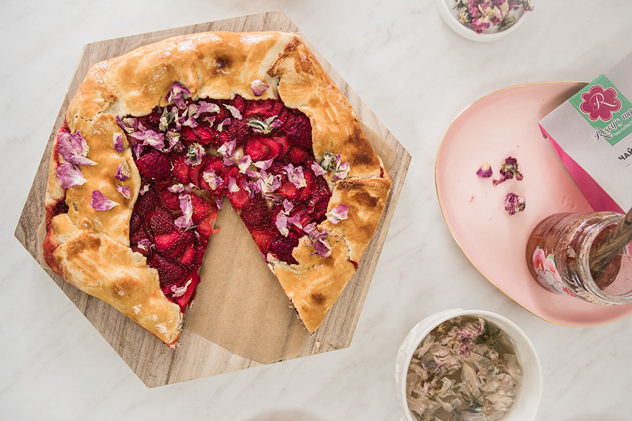 Tart with roses