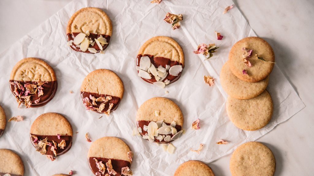 Almond cookies with rose water