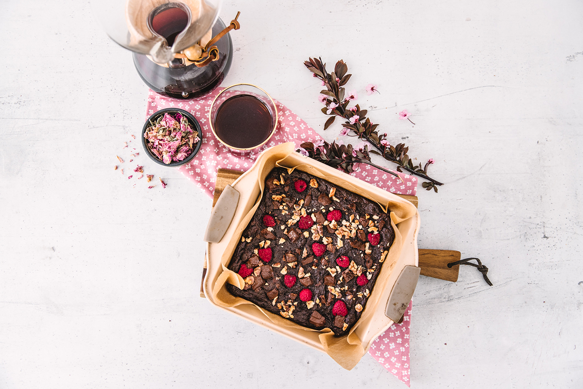 Vegan rose raspberry brownie cover recipe