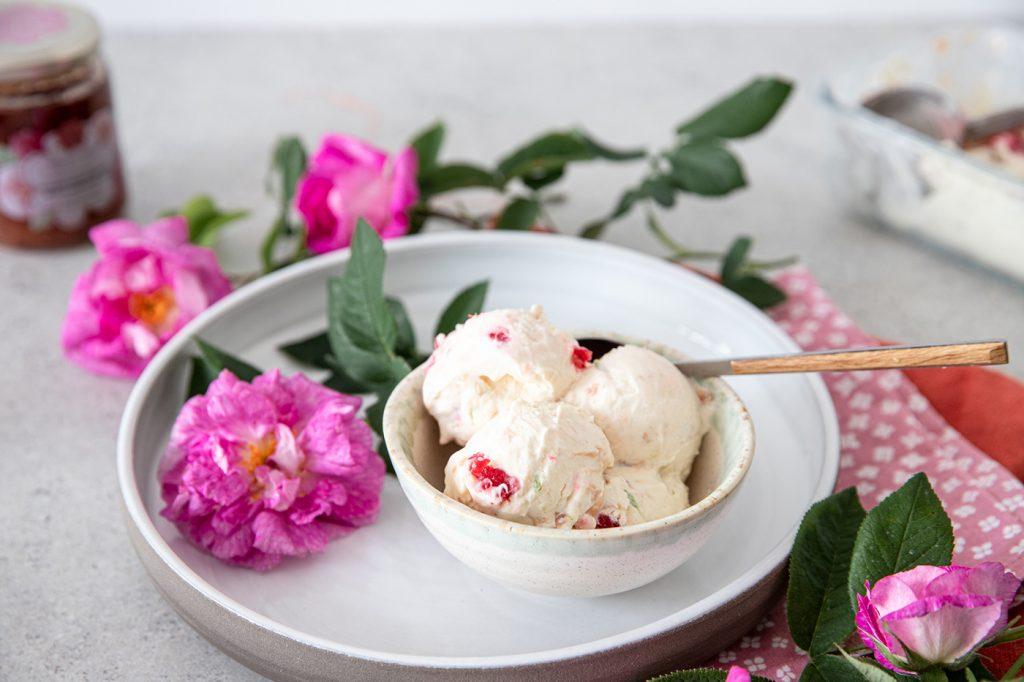 Homemade ice cream with roses and raspberries - recipe