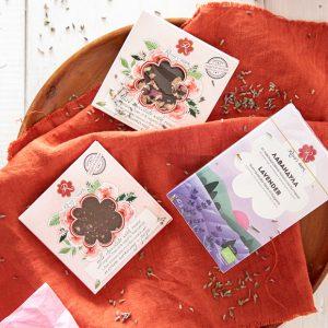 Лавандула и шоколадова роза