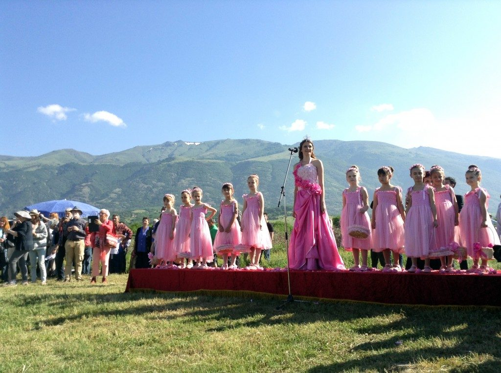festival-of-roses-bulgaria-2015-queen-of-roses