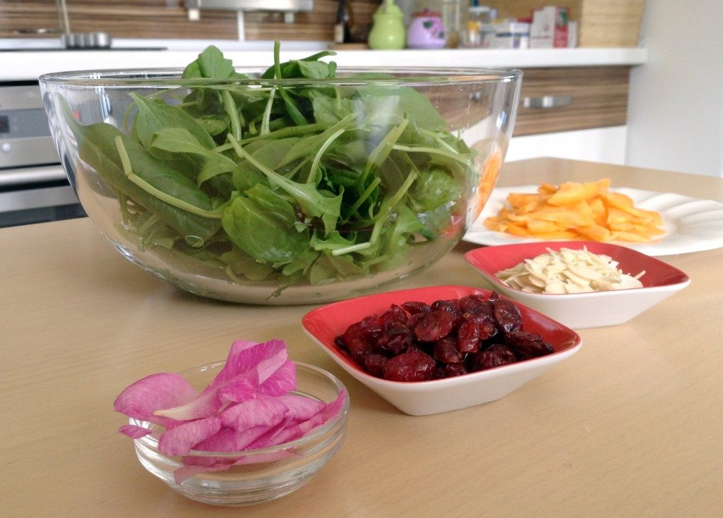 spinach-salad-with-roses-ingredients