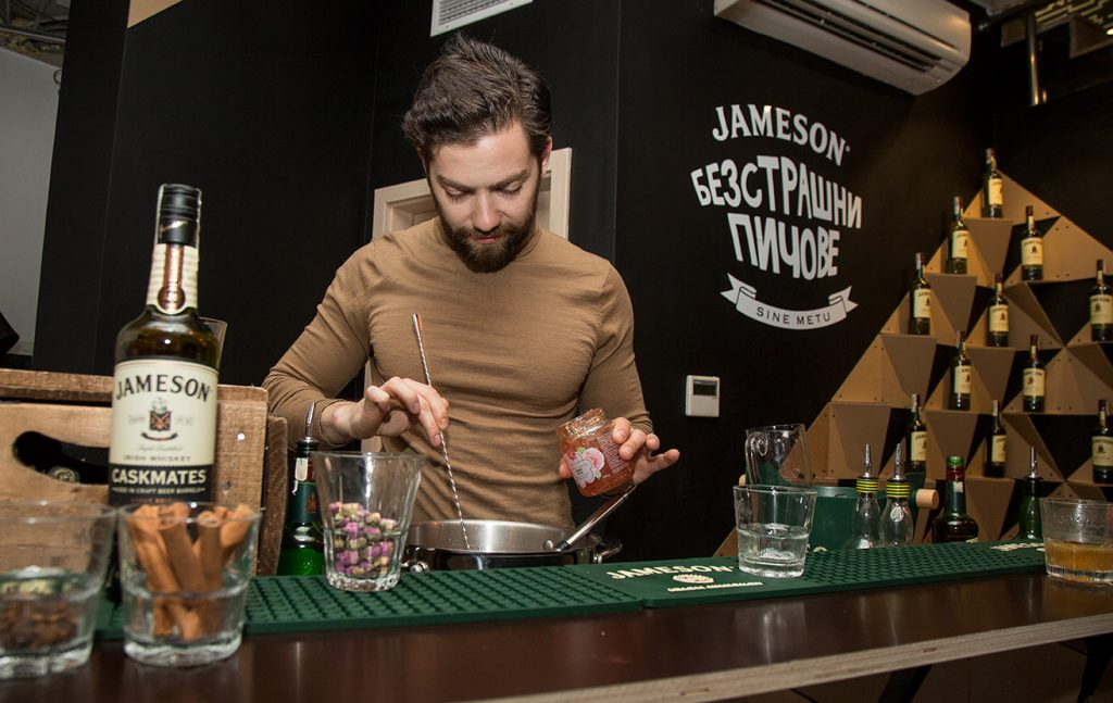 Workshop-Cocktails-with-RoseysMark-and-Jameson
